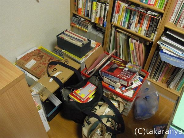 押し入れも本棚もコミックと本でいっぱい!