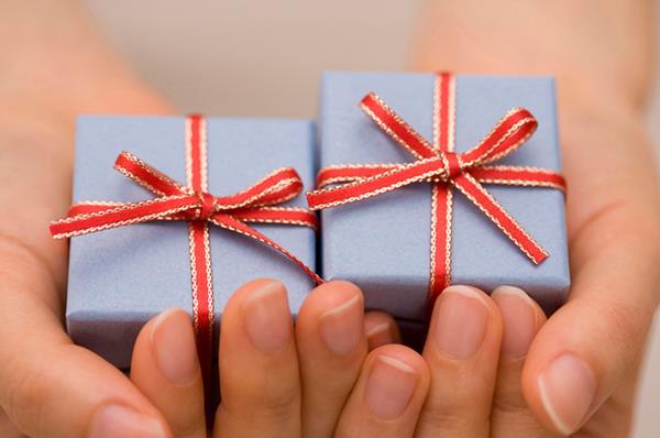 若いお母さん、若い女性への贈り物