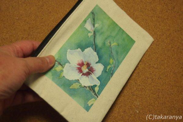 お花の通帳ポーチ、サイズ感